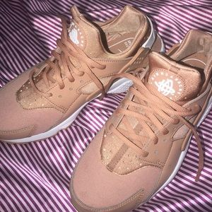Nike aid huarache run women's.